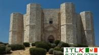 תקציר: מידע אודות קסטל דל מונטה שבפוליה טירות ומבצרים רבים שנבנו באירופה מעלים הרבה שאלות בקרב חוקרים, וקסטל דל מונטה (Castel del Monte) הוא דוגמה לתעלומה. קסטל דל מונטה(Castel del Monte)נמצא בעיר אנדריאה (Andria)שבפרובינציית בארי (Bari) שבפוליה (Puglia) והוא אטרקציה נחמדה למשפחות המטיילות בדרום איטליה. קסטל דל מונטה(Castel del Monte) נבנה על ידי המלך פרידריך ה IIבשנת 1240 בקירוב והוא דוגמה למבצר מימי-הביניים(בתוך המבצר אין ריהוט או חפצי אמנות כלשהם, אלה מוצגים כיום במוזיאונים שונים באיזור). ייחודיותו של המבצר הוא במבנה המתומן: בכל אחת משמונה צלעותיו מגדל ( 8 מגדלים מתומנים) וחצר פנימית בעלת שמונה צלעות. אהבה מיוחדת לספרה 8 ? התעלומה, האופפת את המבצר, נעוצה בשאלה מה היה ייעודו המקורי של המבצר ? למרות שהמבצר נבנה על גבעה (מיקום אסטרטגי), והוא נראה במראה כמבצר שנבנה למטרות צבאיות, הרי שבפועל פרטים רבים בבנייתו לא איפשרו, הלכה למעשה, שימוש צבאי בו (חרכים צרים מדי, לא נבנה סביבו חפיר חיצוני ועוד). ההנחה המקובלת על החוקרים היא שהמבצר...