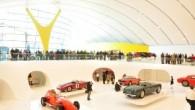 בתמונה: מוזיאון אנזו פרארי במודנה. התמונה מאתר המוזיאון. במרץ 2012 נפתח במודנה (Modena)(חבל אמיליה-רומנה)מוזיאון אנזו פרארי (Il Museo casa Enzo Ferrari ) . המוזיאון מוקדש לחייו של אחד התושבים החשובים והמכובדים של מודנה, אנזו פרארי . בשונה ממוזיאון פרארי שבמראנלו שמוקדש יותר למכוניות, המוזיאון מוקדש יותר לאדם שמאחורי המותג. אבל, גם במוזיאון פרארי במודנה תראו הרבה דגמי מכוניות. לטובת המוזיאון נבנה מבנה מפואר, ובו שולט כמובן הצבע הצהוב. למה צהוב ?כמובן ! כצבע הרקע הצהוב של הסמל של פרארי. בשורה חשובה אחרת: מוזיאון אנזו פרארי במודנה ומוזיאון פרארי במראנלו עובדים בשיתוף פעולה , כלומר: תוכלו לקנות כרטיס מוזל לשני המוזיאונים. לינק לאתר המוזיאון (גם באנגלית):http://www.museocasaenzoferrari.it ביקור מהנה ! איטליה עם ילדים קריאה נוספת: מוזיאון פרארי במאראנלו ביקור במפעל ומוזיאון למבורגיני(Sant'AgataBolognese)